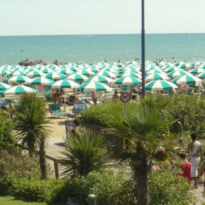 "Oro Beach<br><a href=""http://www.jesolospiagge.it/"" target=""_blank"">www.jesolospiagge.it</a>"